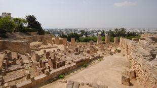 Tunezyjska turystyka skurczyła się o połowę