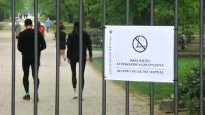 """Zakaz dla hulajnóg w Łazienkach. """"Kwestia bezpieczeństwa"""""""