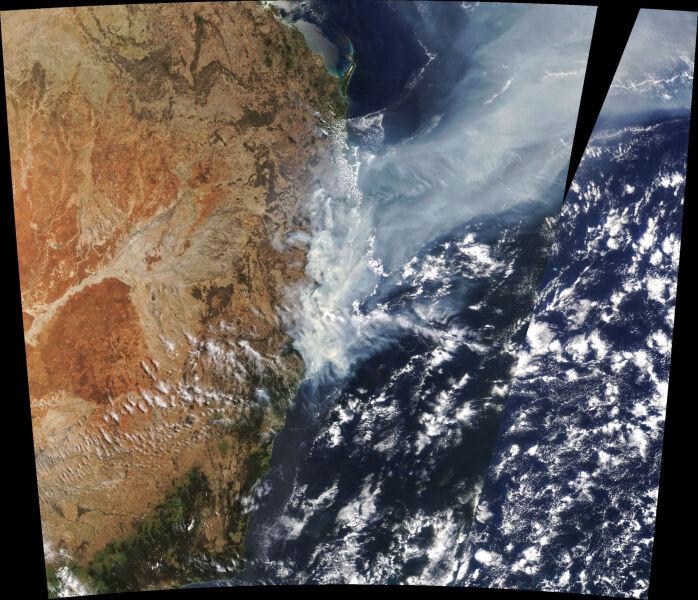 Pożary w Australii widziane z kosmosu - zdjęcie z 11 listopada (NASA)