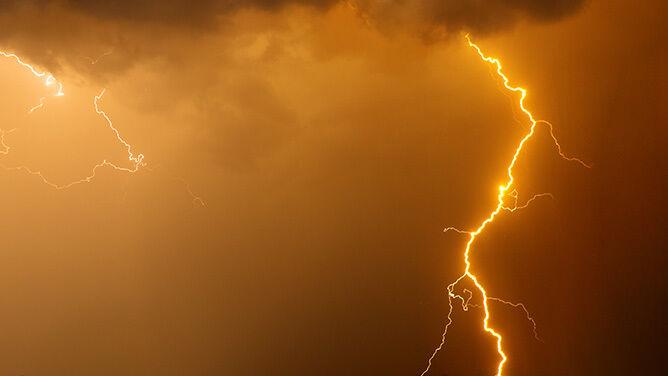 Powrót burz z gradem i upału. Prognoza zagrożeń IMGW na weekend